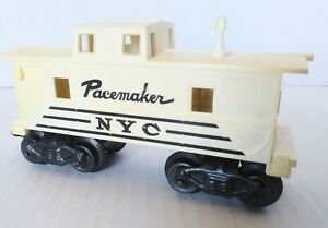 Marx NYC Pacemaker O27 gauge Caboose with One operating tilt couplers