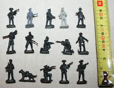 15 VINTAGE PLASTIC TOYS 1:72 SOLDIERS Dog