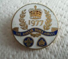 THE QUEENS SILVER JUBILEE 1977 BADGE. COLLECTABLE.