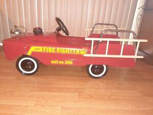 VINTAGE AMF PEDAL CAR FIRE FIGHTER TRUCK UNIT #508 W LADDERS ORIGINAL 1950-60's?