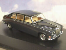 OXFORD 1/43 DAIMLER DS420 LIMOUSINE (FUNERAL CAR?) IN BLACK & CARLTON GREY DS003
