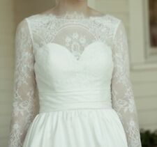 Long Sleeved Wedding Dress! (veil included) Size 2-4!