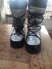 Guess Snow Boots silver / black heart pattern UK3 /Eu35.5