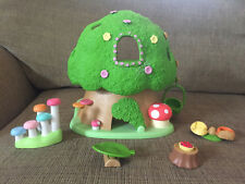 Calico Critters Baby Discovery Forest Treehouse with 4 Bears