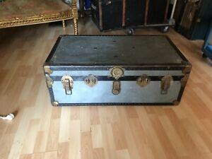 coffre malle bagage de voyage ancienne vintage en métal