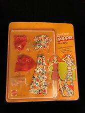 1974 Mattel Growing Up Skipper Fashions #9022 Floral Outfit with Hamburger