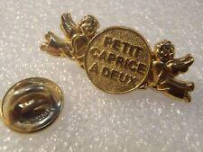 PIN'S ARTHUS BERTRAND CAPRICE DES DIEUX PLAQUE OR