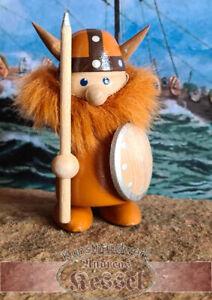 Wikinger mit roten Bart und brauner Gewandung, Speer und Schild 8x5x4cm