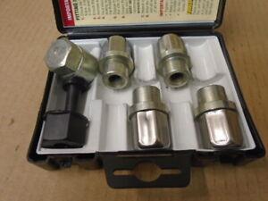 Triumph STAG 2000/2500 ** LOCKING WHEEL NUT SET ** For factory alloy wheels