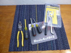 Klein Tools Lot Linesman pliers, Insulated Screwdriver, Nut Drivers and Flex Bit