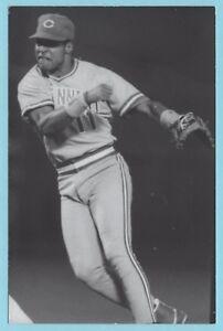 Barry Larkin (1991) Cincinnati Reds Vintage Baseball Postcard PP00782