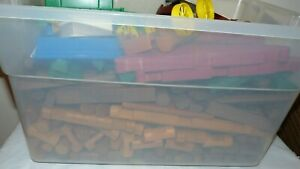 Huge Lot of Lincoln Logs - 433 Pieces - Different Pieces & Colors