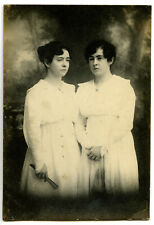 ANTIQUE 1918 POSTCARD PHOTO~TWIN WOMEN?~FLORIANOPOLIS/BRAZIL~HAND FAN/'MESH' BAG