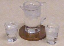 Échelle 1:12 en plastique carafe & 2 verres d'eau de Maison De Poupées Cuisine Boisson Accessoire