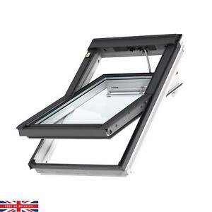 Velux MK04 White Timber Centre Pivot Roof Window (H)980mm x (W)780mm