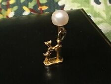 Vintage 9ct solid gold charm Dog at Lamp post +cultured pearl Lamp 'NUVO' HM