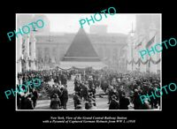 OLD POSTCARD SIZE PHOTO NEW YORK, WWI GERMAN HELMET PYRAMID AT G/C STATION 1918