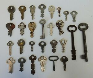 28 ANTIQUE SKELETON CABINET SMALL KEYS RUSTY MIXED LOT CRAFTS JEWELRY USED