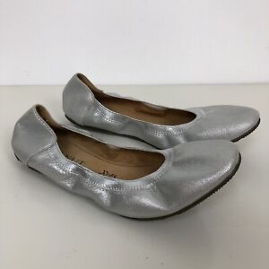 WALNUT MELBOURNE Womens Silver Leather Ava Ballet Flats Size 40 NWOB