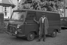 PHOTO  WESTERN ROAD HENLEY A MOBILE GREENGROCER IN THE 1950S IN