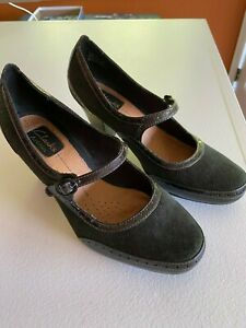 Clarks Artisan womens black shoes heels size 7M new without box