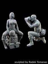 Black Dog 1/35 US Woman Soldier posing and War Journalist (2 Figures) F35064