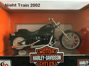 Harley Davidson Night Train FXSTB 2002 Noir Maisto 1:18 Neuf sur socle chrome Mo