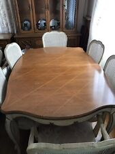 Beautiful 1966 Thomasville dining room set with 6 chairs, extra leaf, and pads