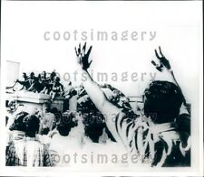 1971 Bengalis Cheer Indian Troops Dhaka Bangladesh  Press Photo