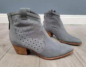 Sam Edelman Reynolds slate blue nubuck leather perforated western ankle boots 9