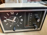 Vintage Retro GE General Electric Beige Tan Table Desk Alarm Clock Radio UNUSED