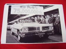 1962 PONTIAC CONVERTIBLE 75.000.000 TH GM 11 X 17  PHOTO  PICTURE