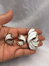 Beautiful Vtg Crown Trifari  White Enamel Gold tone pin brooch  Earrings Set