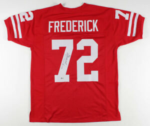 Travis Frederick Signed Wisconsin Badgers Jersey (Beckett Hol) 5xPro Bowl Center