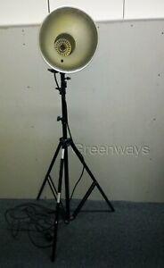 Lastolite RayD8 Tungsten Studio Light comes with Telescopic air cushion Tri-pod