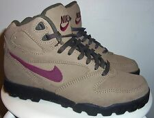 VINTAGE 1994 NIKE WOMENS REGRIND (KHAK-MARN) OUTDOOR HIKING TRAIL BOOTS 7 (90's)
