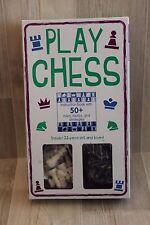 Play Chess : instruction book + 32 pieces + board (coffret échecs en Anglais)
