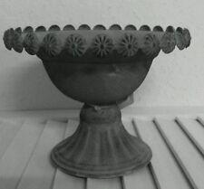 Assiettes et bols sans marque pour la décoration du Véranda