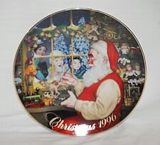 Old Vintage 1996 Avon Christmas Plate w 22K Gold Trim Santa's Loving Touch