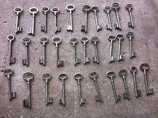 n° 42  Lot 30 clés anciennes de porte serrure clef / déco Clef table de mariage