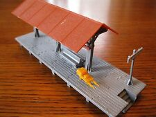 HO Scale Loading Station for Model Railroad (Excellent Condition)