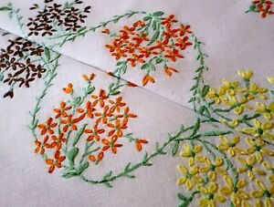 VINTAGE Tablecloth HAND EMBROIDERED Linen DAISIES Delightful AUTUMN SHADES