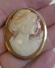 Vintage Italian 18K Yellow Gold Shell Cameo Pendant / Brooch