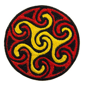 Stemma Ricamato Fiocco Psichedelico Rosso Sciamano Fatto Mano Nepal 8551 E1