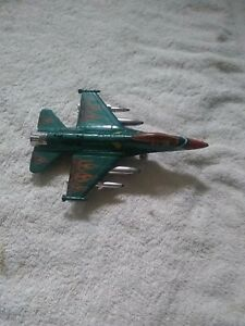 F16 MODEL PLANE GREEN AIR FORCE  423 7 INCHES LONG USA? Bent wheel Sold as seen