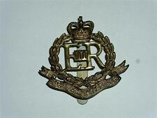 VINTAGE POST WW2 ERII ROYAL MILITARY POLICE BRASS CAP BADGE!