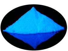 """Pigment photoluminescent bleu """"glow in the dark"""" à mélanger aux résines époxy."""