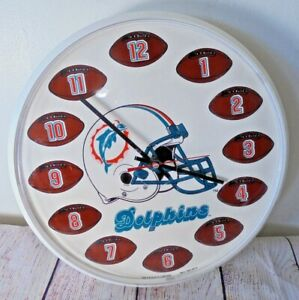 Vintage Miami Dolphins 12 Inch round plastic battery wall Clock Man Cave 1993