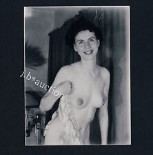 PRETTY NUDE GIRL AT HOME / NACKTE FRAU ZU HAUSE * Vintage 60s US Photo