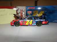 1/24 JEFF GORDON #24 DUPONT CUSTOM ALWAYS IN OUR HEARTS  2004  ACTION NASCAR